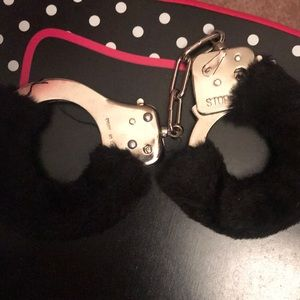 PLAY HAND CUFFS WITH FUR
